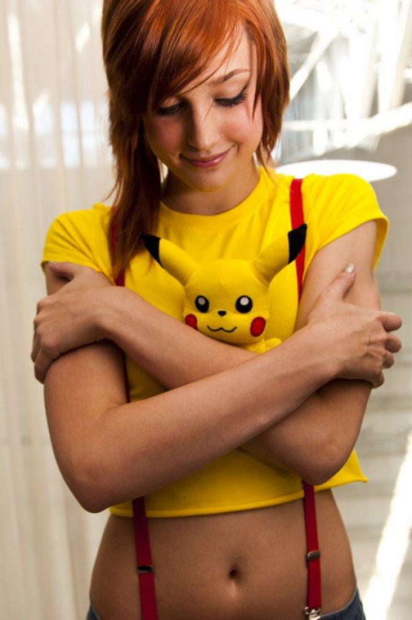 Chica con cosplay de misty de pokemon